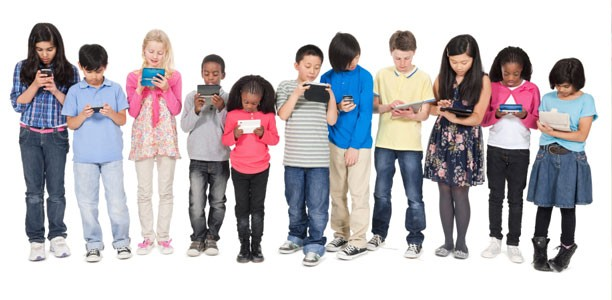 lots-of-kids-with-screen-devices-612x300