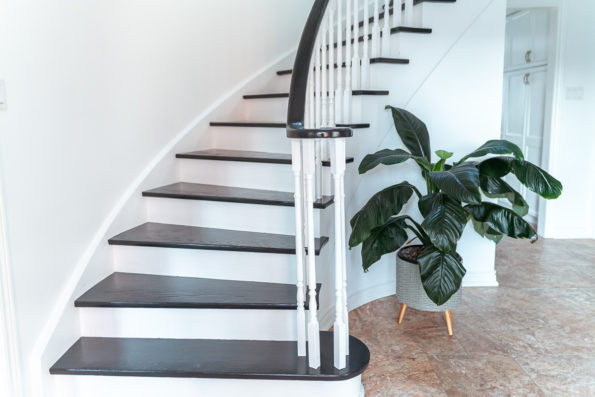 painted-staircase-black-and-white-valspar