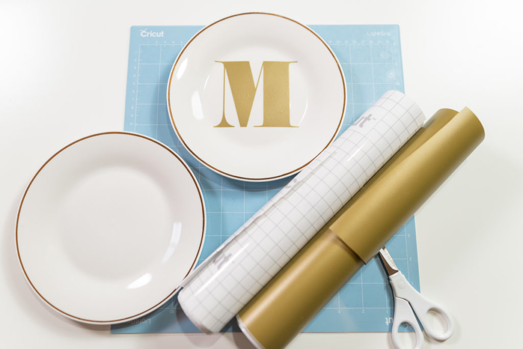 cricut-explore-air-2-monogram-plates-vinyl